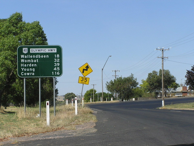 Wallendbeen Australia  city photos gallery : Distance sign heading north in Cootamundra approaching the railway ...